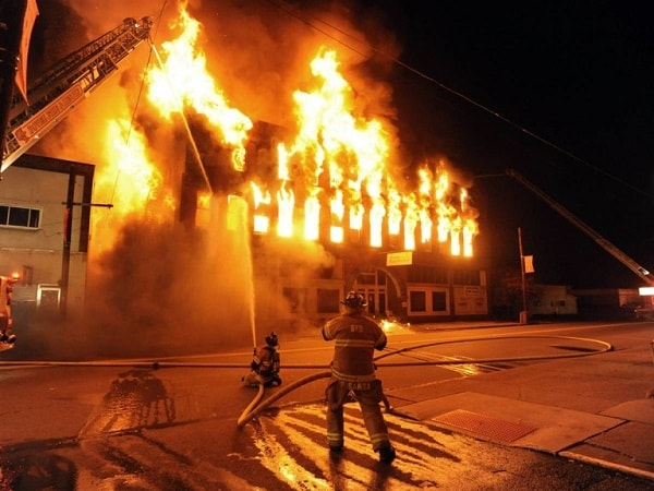 Điềm báo trong giấc mơ thấy cháy nhà