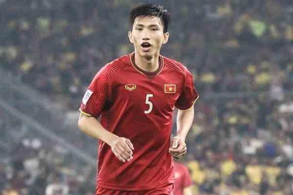 Đoàn Văn Hậu lập hattrick đi vào lịch sử bóng đá Việt