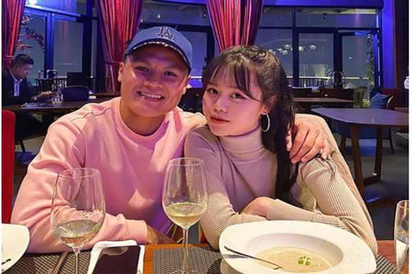 Quang Hải công khai bạn gái mới