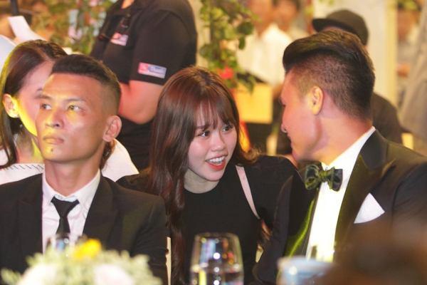 Hình Ảnh Quang Hải và Bạn Gái tại lễ trao giải quả bóng vàng 2019