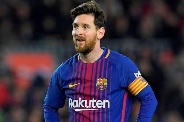 Lương của Messi cao gần gấp đôi của Ronaldo