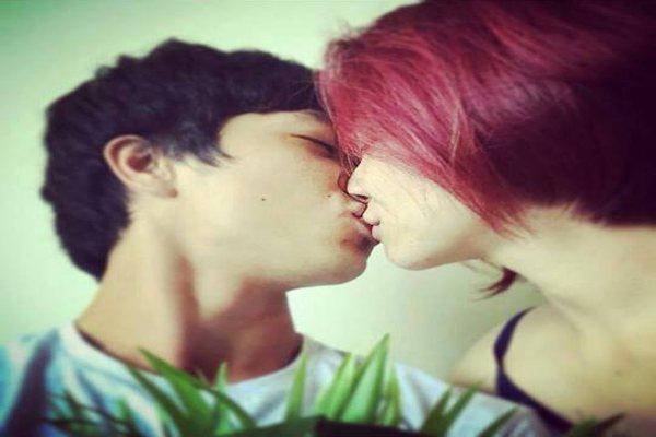 Bức ảnh khóa môi ngọt ngào bị Hòa Minzy lỡ tay đăng lên Instragram