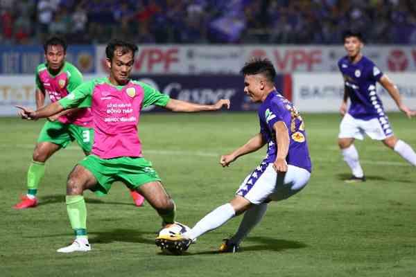 Quang Hải rất nỗ lực thi đấu nhưng chưa tìm kiếm được bàn thắng