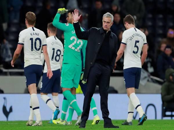HLV Jose Mourinho đang tích cực chuẩn bị cho cuộc đại chiến Man Utd