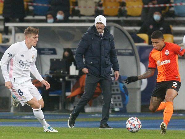 Tin bóng đá chiều 2/12: Zidane lên tiếng về khả năng từ chức