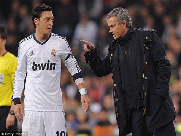 Tin bóng đá tối 13/1: Jose Mourinho dằn mặt Ozil trong buổi phỏng vấn
